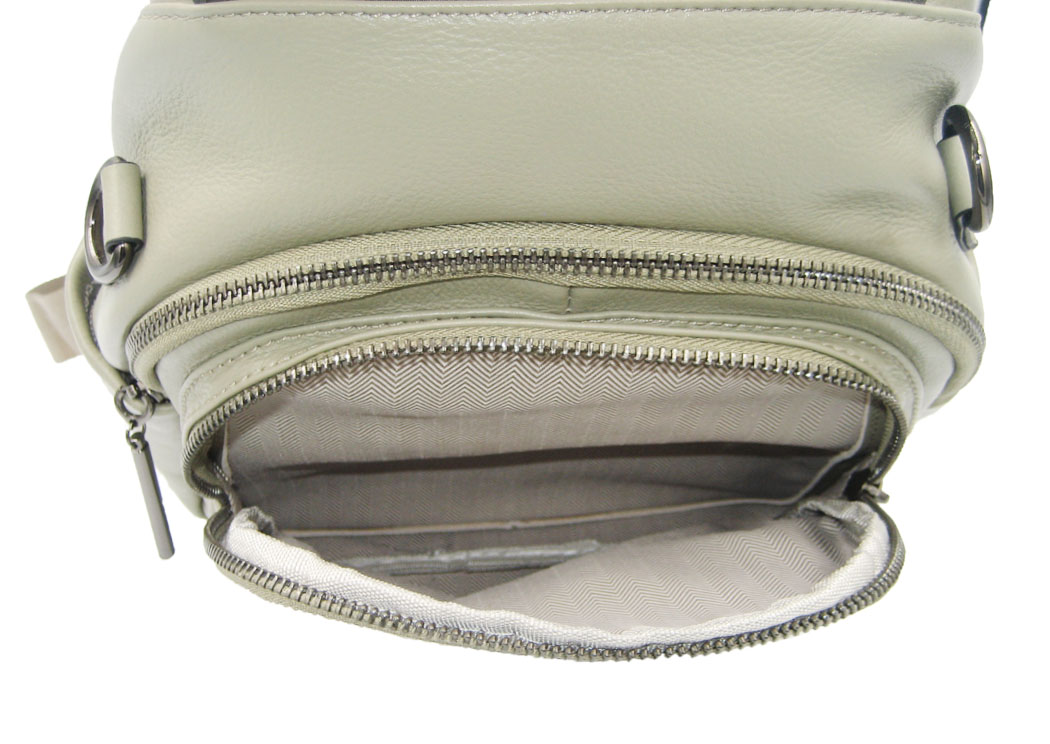 AC#5840(front pocket open)